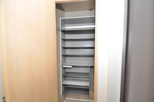 シャーメゾン友井 玄関にはコンパクトながらシューズボックスもありますよ。