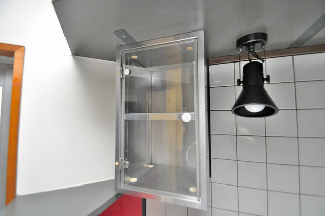 新星ビル上小阪 キッチン棚も付いていて食器収納も困りませんね。