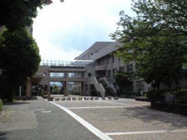 本厚木駅 バス28分「金田」徒歩6分[周辺施設]中学校