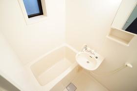 https://image.rentersnet.jp/5daa68c1-81a7-40e1-ae41-2cb54b839395_property_picture_956_large.jpg_cap_浴室に窓があるから換気に便利♪