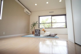 https://image.rentersnet.jp/5db260b8-ba0b-4206-b34f-51b37fbd74d6_property_picture_956_large.jpg_cap_居室