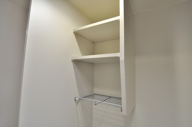 シャトー雅 キッチン棚も付いていて食器収納も困りませんね。