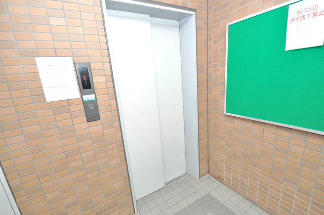 ウィダーホール23 嬉しい事にエレベーターがあります。重い荷物を持っていても安心
