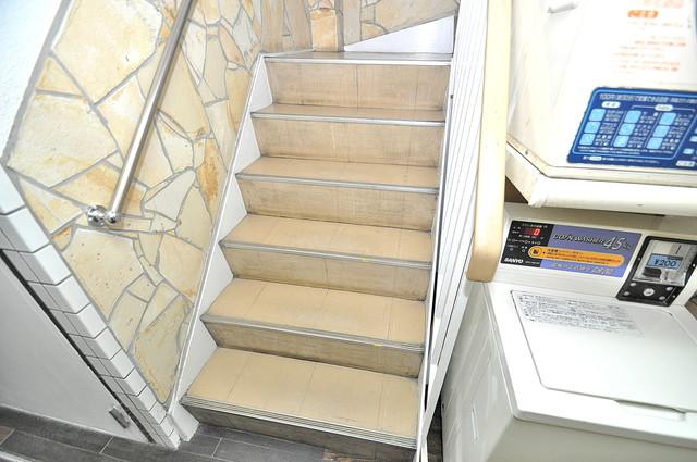大宝 AXIA緑橋 この階段を登った先にあなたの新生活が待っていますよ。