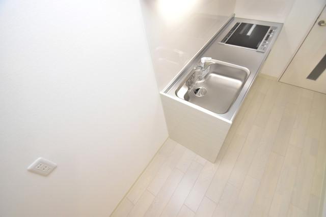 ラモーナ巽南 冷蔵庫置き場も確保。キッチンのすぐ横だから使いやすい。