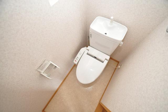 サンライフ小阪 清潔感のある綺麗なトイレにはウォシュレット標準装備です。