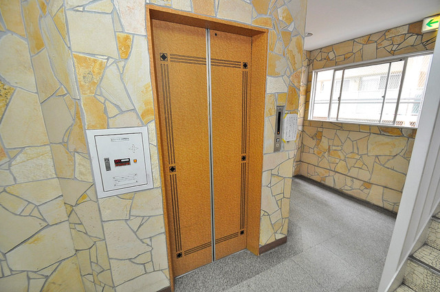 大宝菱屋西ロイヤルハイツ 嬉しい事にエレベーターがあります。重い荷物を持っていても安心