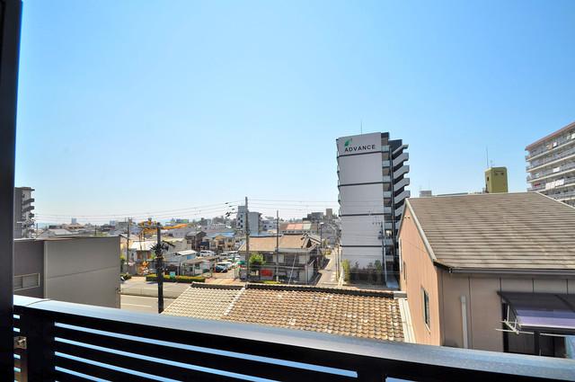 アドバンス大阪バレンシア この見晴らしが陽当たりのイイお部屋を作ってます。