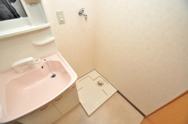 プランドール南巽 洗濯機置場が室内にあると本当に助かりますよね。