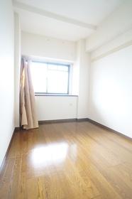 https://image.rentersnet.jp/5ee54d35b594bb82c5656bfc15d14941_property_picture_1800_large.jpg_cap_洋室4.6帖