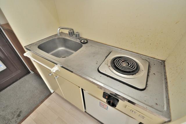 センチュリーシティⅡ 電気コンロ付きのキッチンはお手入れが楽チンですよ。