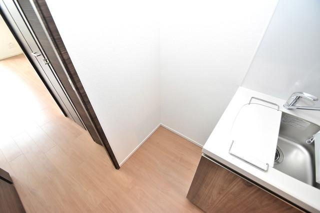 スプランディッド荒本駅前 冷蔵庫置き場も確保。キッチンのすぐ横だから使いやすい。