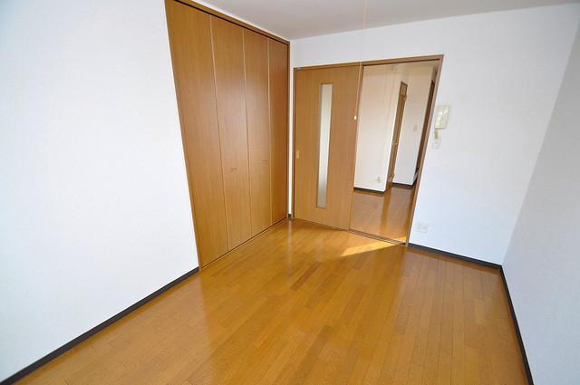 ヴィーブルアサダ 朝には心地よい光が差し込む、このお部屋でお休みください。