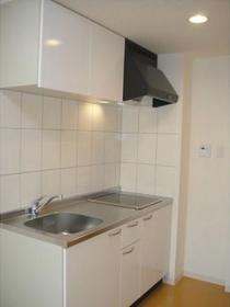 https://image.rentersnet.jp/5f4cb61c-0127-4fd1-9cd0-68935c53b012_property_picture_1992_large.jpg_cap_キッチン