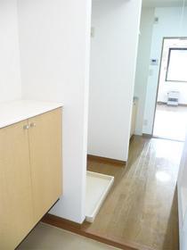 https://image.rentersnet.jp/5f808de2b249f9616d7ab1aab1b3daa6_property_picture_3186_large.jpg_cap_玄関