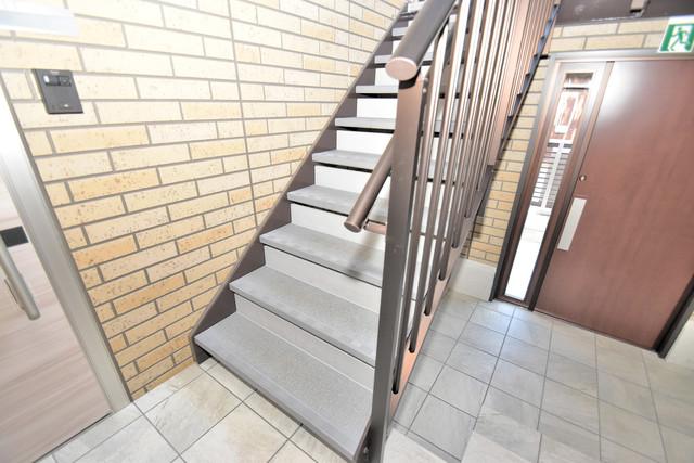 Queen Serenity(クイーンセレニティ) 2階に伸びていく階段。この建物にはなくてはならないものです。