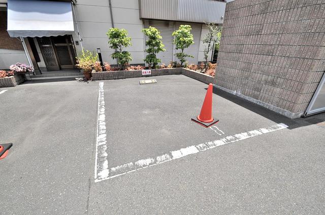 ハートハイム 敷地内にある駐車場。愛車が目の届く所に置けると安心ですよね。