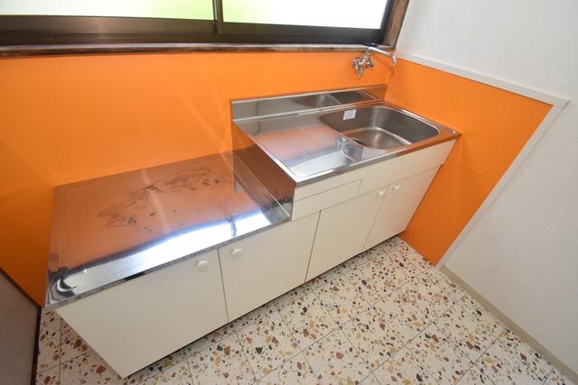サンレイディアンスOKUDA シンプルなキッチンです。あなた好みのコンロを置いてくださいね。