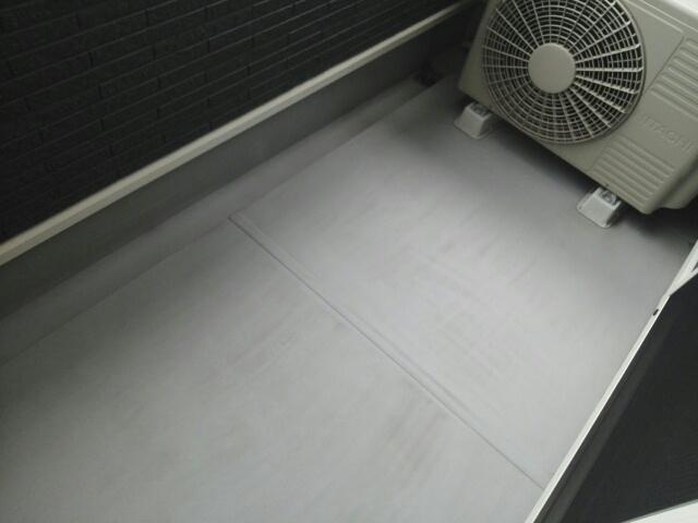 クリスタルガーデン カラー 心地よい風が吹くバルコニー。洗濯物もよく乾きそうです。