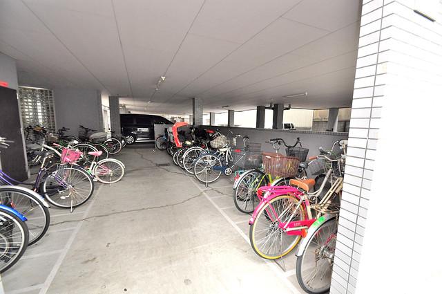 ローズガーデンCOMO 敷地内には専用の駐輪スペースもあります。