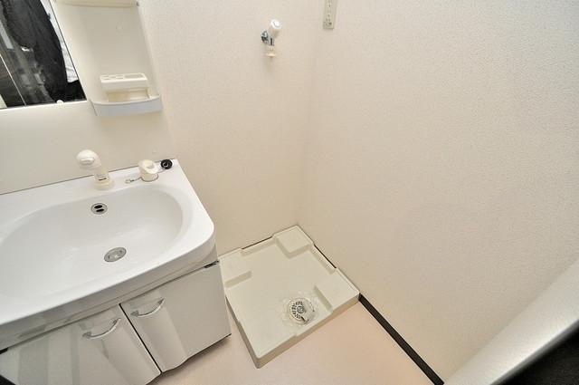エスティームⅡ番館 室内に洗濯機置き場があれば雨の日でも安心ですね。