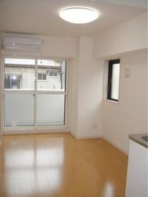 https://image.rentersnet.jp/6116a269-5b6f-44a1-b293-d4a754b6de63_property_picture_1992_large.jpg_cap_居室