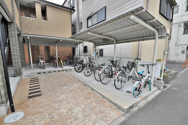 フジパレス ヴィオレ 敷地内にある専用の駐輪場。雨の日にはうれしい屋根つきです。