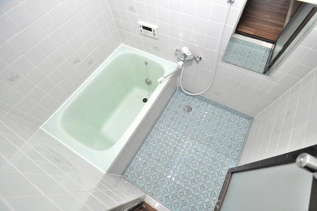 荒川貸家B ちょうどいいサイズのお風呂です。お掃除も楽にできますよ。