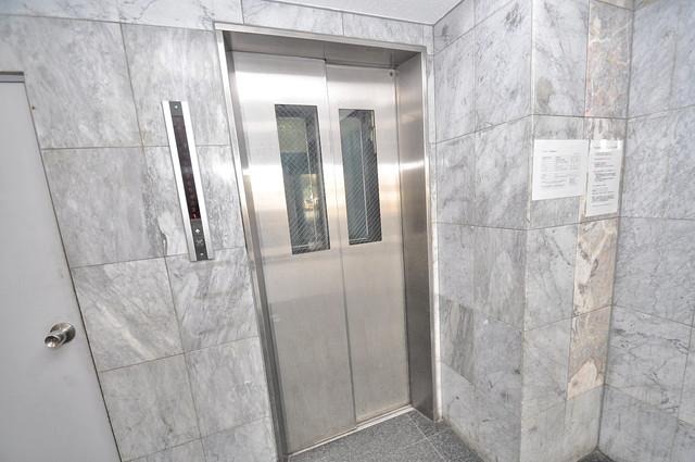 クリスタルアーク 嬉しい事にエレベーターがあります。重い荷物を持っていても安心