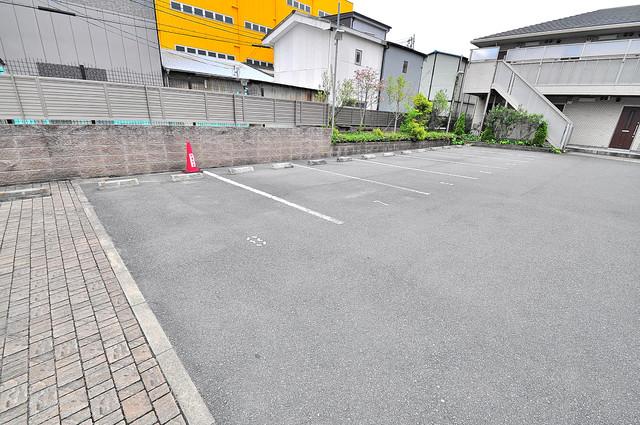 Blanc fleur(ブランフルール)B 敷地内にある駐車場。愛車が目の届く所に置けると安心ですよね。