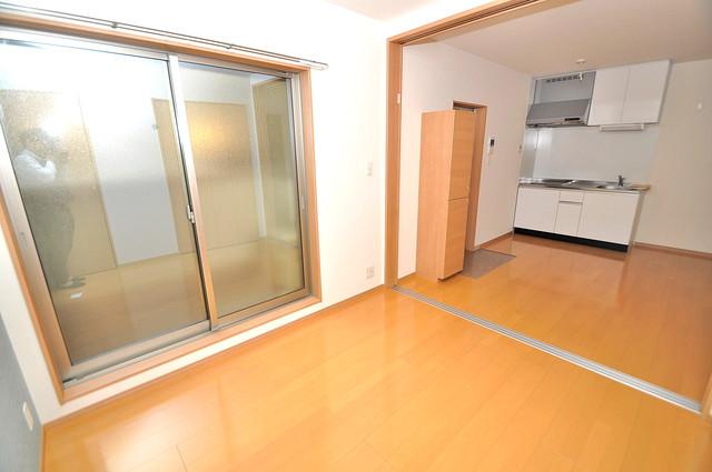 F maison MARE(エフメゾンマーレ) 贅沢な広さのリビングはゆったりくつろげる空間です。