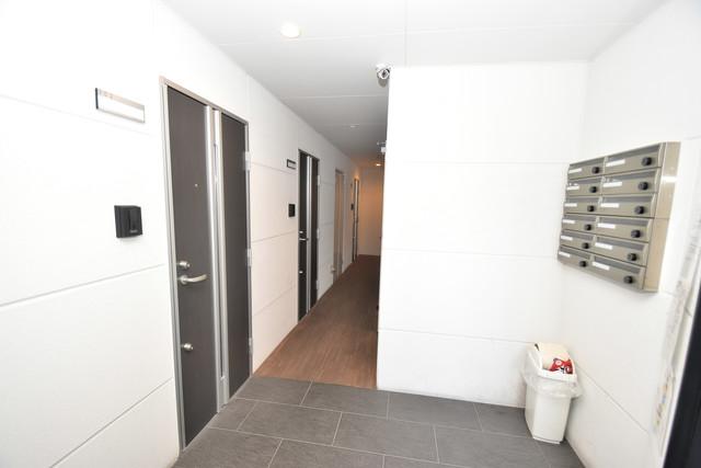 CITY PAL 田島 WEST 玄関まで伸びる廊下がきれいに片づけられています。