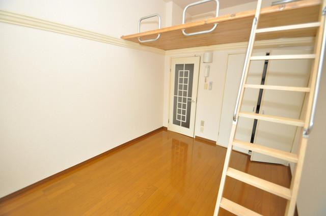 衣摺NAKAKI 朝には心地よい光が差し込む、このお部屋でお休みください。