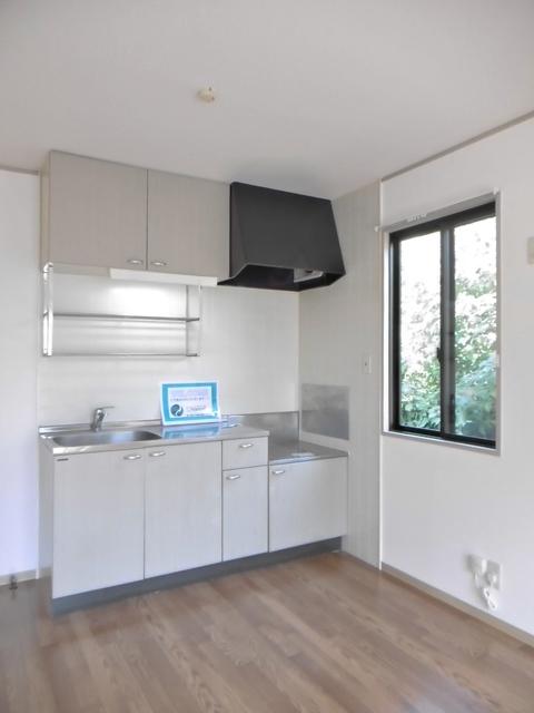 窓付きのキッチン