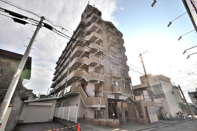 アドバンス渋川 ペントハウス 存在感のある外観は落ちついた色合いで、堂々としていますね。