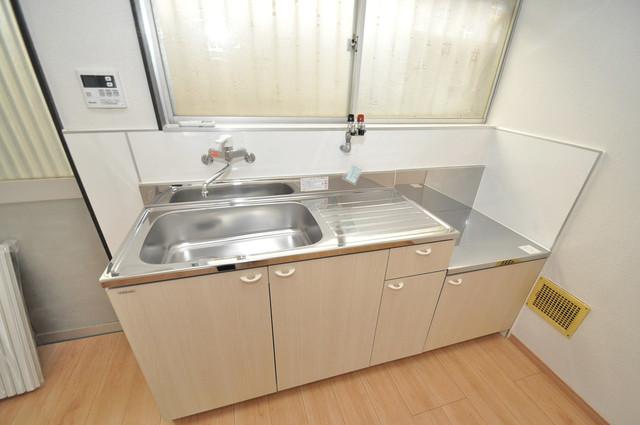 長田3-1-35 貸家 シンプルなキッチンです。あなた好みのコンロを置いてくださいね。