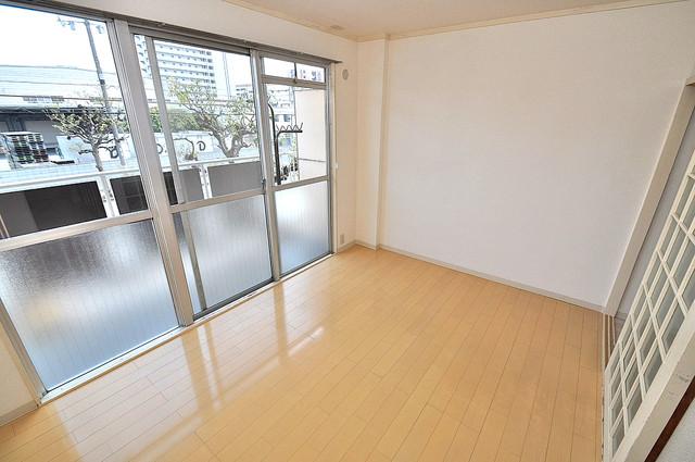 アメニティ深江橋 明るいお部屋は風通しも良く、心地よい気分になります。