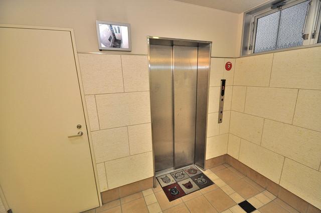 ディナスティ東大阪センターフィールド エレベーター付き。これで重たい荷物があっても安心ですね。