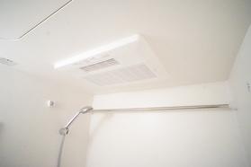 https://image.rentersnet.jp/6243c737-f88e-4b68-806a-f0f666e57925_property_picture_2987_large.jpg_cap_浴室乾燥機