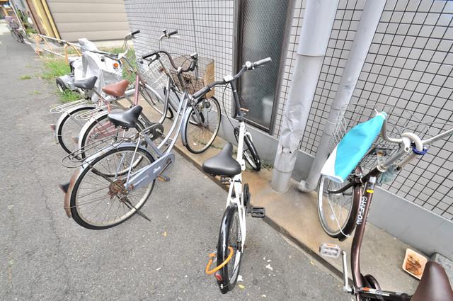 コスモタウン中川西 あなたの大事な自転車も安心してとめることができますね。