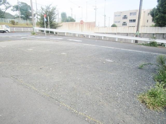 本厚木駅 バス25分「神社入口」徒歩2分駐車場