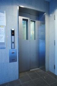 防犯カメラ付エレベーター