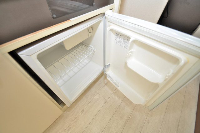グランピア布施 ミニ冷蔵庫付いてます。単身の方には十分な大きさです。