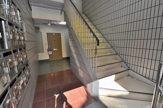 YOUハイム寿Ⅱ番館 この階段を登った先にあなたの新生活が待っていますよ。