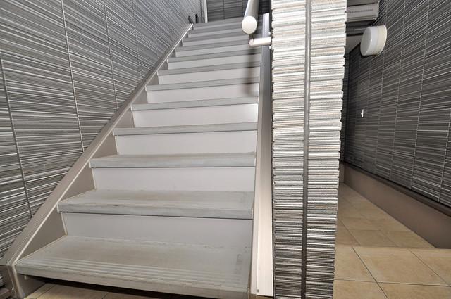 アプリコット瓜生 2階に伸びていく階段。この建物にはなくてはならないものです。