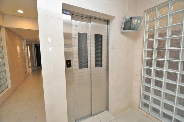サイプレス小阪駅前 防犯カメラ付きのエレベーターセキュリティ対策バッチリ