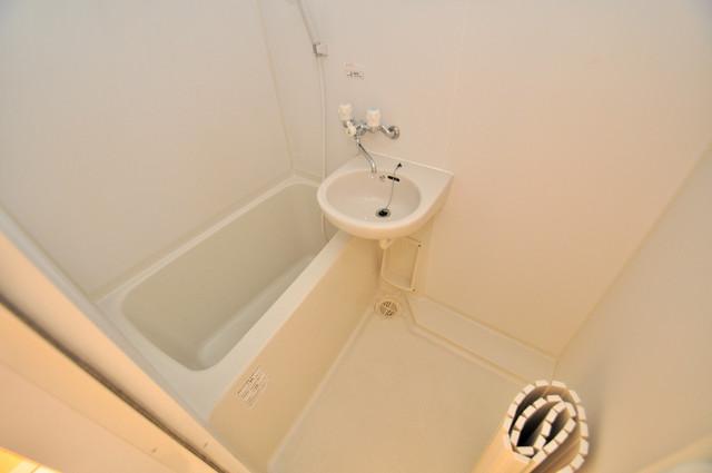 八戸ノ里HIROビル ちょうどいいサイズのお風呂です。お掃除も楽にできますよ。