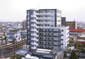 高級感あふれる9階建てマンション