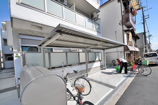 Fmaison verde(エフメゾン ベルデ) 敷地内にある専用の駐輪場。雨の日にはうれしい屋根つきです。