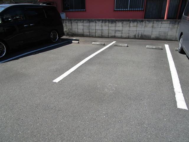ホワイトハウスHIE A駐車場